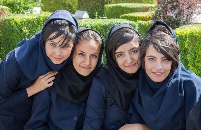 Một nữ sinh trường trung học phổ thông ở Esfahan